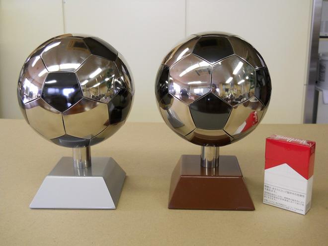 ステンレス製サッカーボール01