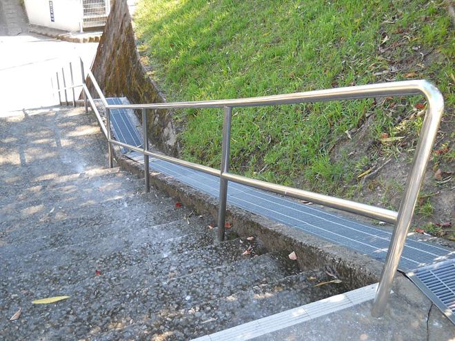 公園の階段手摺02