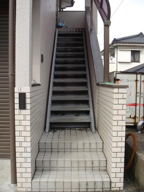 玄関登り口階段01_施工前